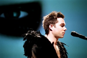 rufus-wainwright-zaldy-tour-costume-5_2012_6_22